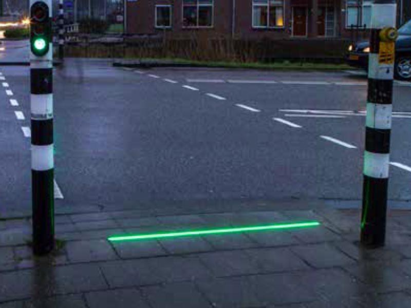 giải pháp ATGT,đèn tín hiệu giao thông,Hà Lan,nghiện smartphone
