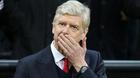"""Arsenal mất phương hướng, Wenger chấp nhận """"treo ấn từ quan"""""""