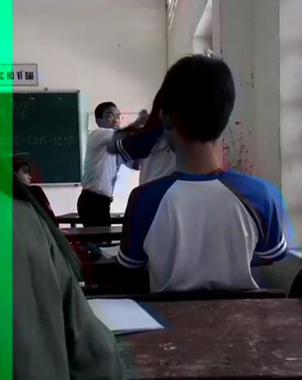 Thầy giáo và nữ sinh xô xát trong lớp học