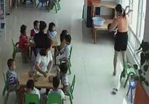 Đình chỉ nhóm mầm non có hiệu trưởng doạ ném học sinh qua cửa sổ