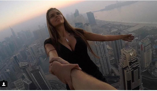 Người đẹp Nga bị 'ném đá' vì chụp ảnh liều mạng