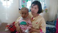 Vợ mất sức, chồng một mình phụ hồ nuôi con ung thư