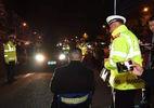 Phạm luật giao thông, tài xế bị rọi đèn pha vào mắt