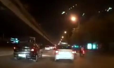 Phóng nhanh vượt ẩu, chàng trai khiến tài xế ô tô
