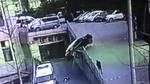 Tai nạn ô tô kinh hoàng giáng xuống 2 mẹ con