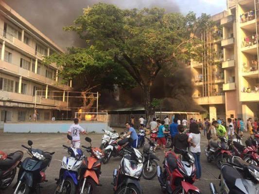 Cháy ở ký túc xá ĐH Y Dược, hàng trăm sinh viên hoảng loạn
