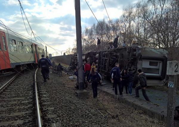 Tàu trật đường ray ở Bỉ, hơn 20 người thương vong