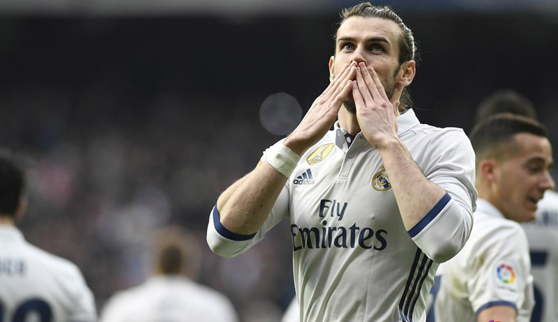 Bale che mờ Ronaldo, Real vững ngôi đầu