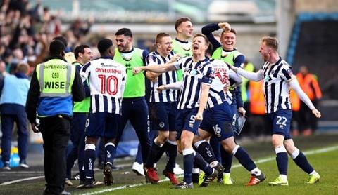 Leicester bị đội hạng 3 đá bay khỏi FA Cup dù chơi hơn người