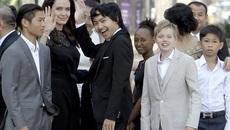 Angelina Jolie tươi tắn xuất hiện cùng đàn con sau ồn ào ly hôn
