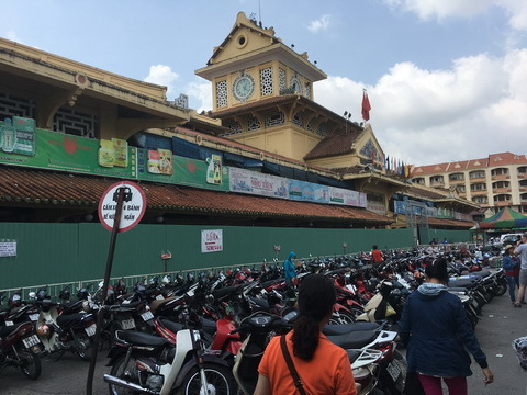 Đám tang 'ông trùm' Sài Gòn: Ai đến viếng cũng mời bia, tặng tiền