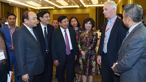 Thủ tướng mong các nhà đầu tư vào Nghệ An đừng 'sớm nắng chiều mưa'