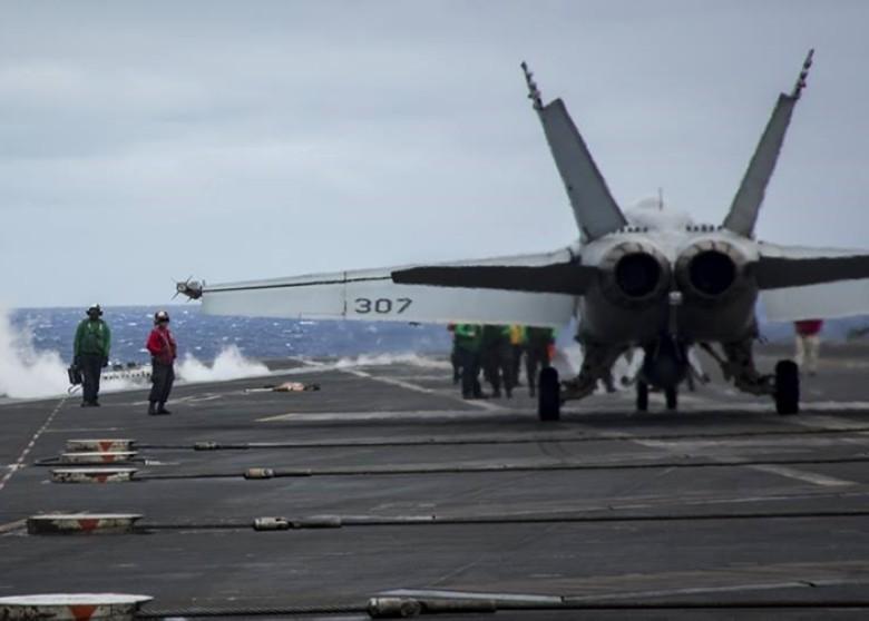Mỹ, Trung thi nhau 'khoe' lực lượng ở Biển Đông