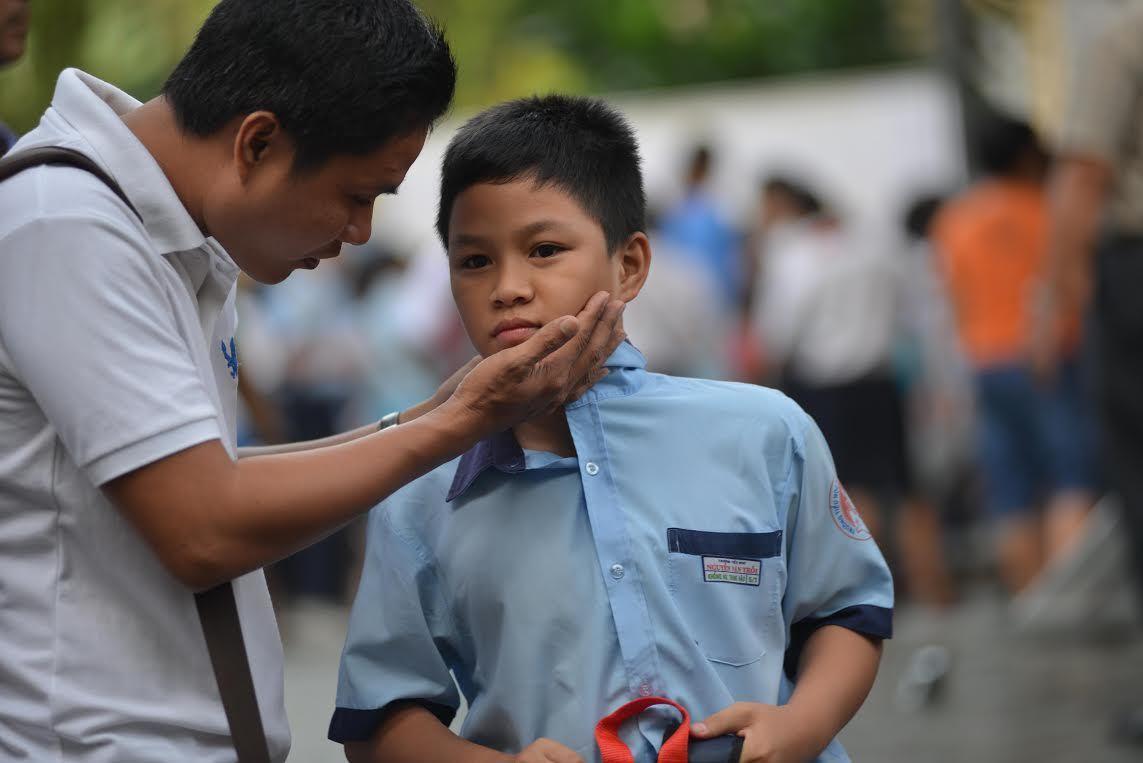 Không biết ngoại ngữ, không chơi thể thao: Sao bắt con học từ 4 tuổi?