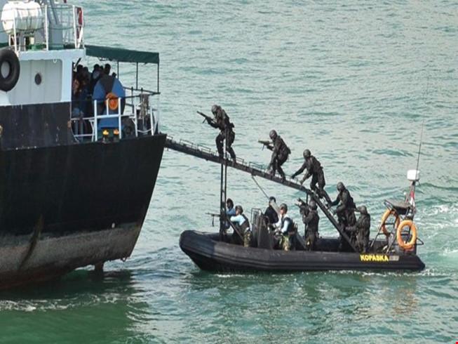 Tàu Việt Nam bị tấn công: Cướp biển bắn chết 1 thủy thủ
