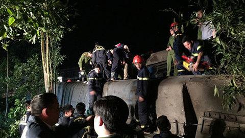 tàu hỏa đâm ô tô ở Huế