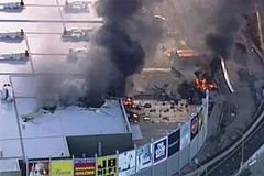 Máy bay đâm vào trung tâm mua sắm ở Úc, bốc cháy ngùn ngụt