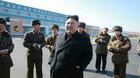 Kim Jong Un tươi cười đi thăm trại cá