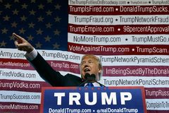 Donald Trump sở hữu tới hơn 3.600 website