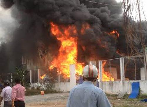 cháy lớn, quận 9, TPHCM, dập tắt đám cháy, cháy kho phế liệu, cháy lớn ở sài gòn