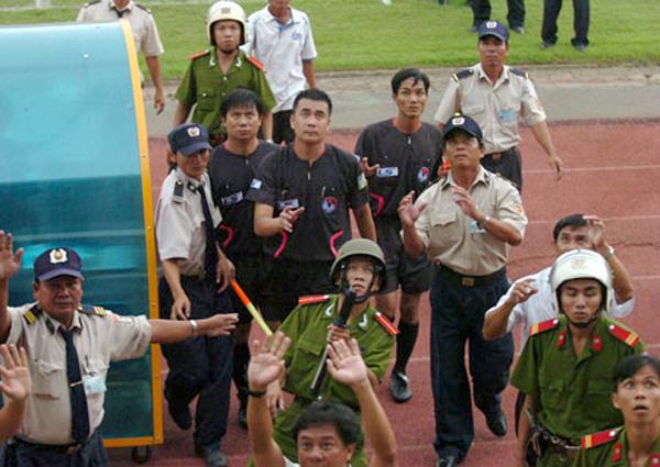 'Thái tử' Ban trọng tài Nguyễn Trọng Thư: Một 'rổ' scandal, sao được tin hoài?