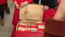 Tiệc hứa hôn: Chú rể tặng cô dâu vali 7 tỷ tiền mặt