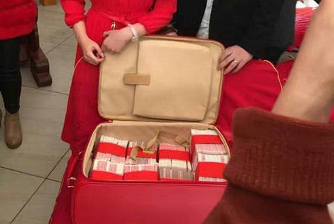 Lóa mắt quà chú rể tặng cô dâu: Vali 7 tỷ tiền mặt