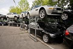 Nghiền nát hàng ngàn xe BMW bạc tỷ