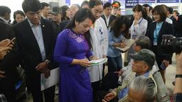 Gặp Bộ trưởng Kim Tiến, dân than phát sợ khi khám bệnh