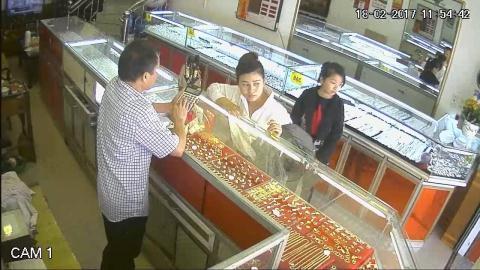 Dàn cảnh trộm gần 10 cây vàng: Nhiều người Trung Quốc
