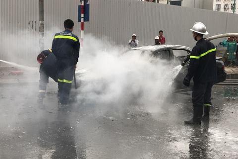 Cháy ô tô Lê Văn Lương
