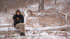 Hoài Linh trùm chăn đóng phim giữa trời tuyết lạnh âm độ