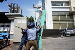 Quận 1 đập tường choán vỉa hè trước tòa nhà Bộ Công thương
