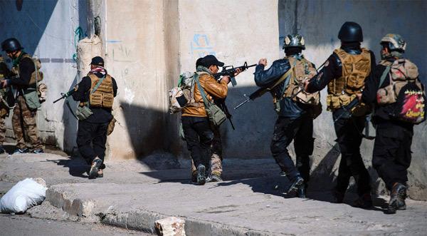 Hình ảnh lính đặc nhiệm đánh giáp lá cà với IS