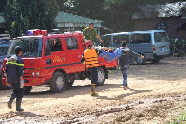 Du khách và hướng dẫn viên tử nạn khi đu dây vượt thác