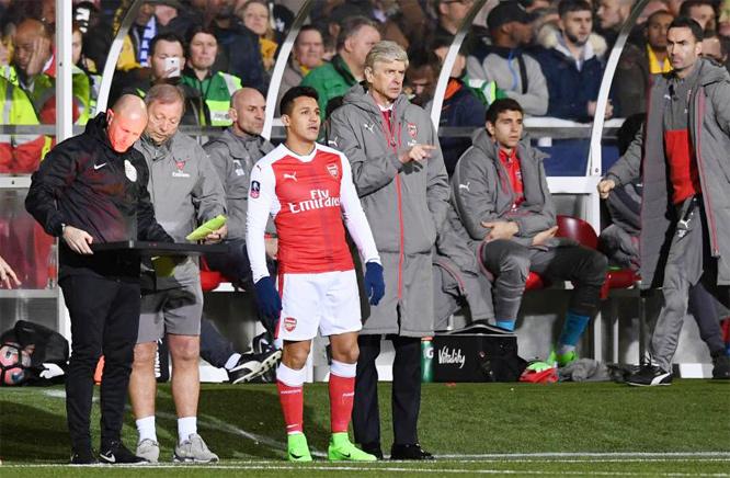 Mourinho 'tấn công' Real, Arsenal gây sốc với Sanchez