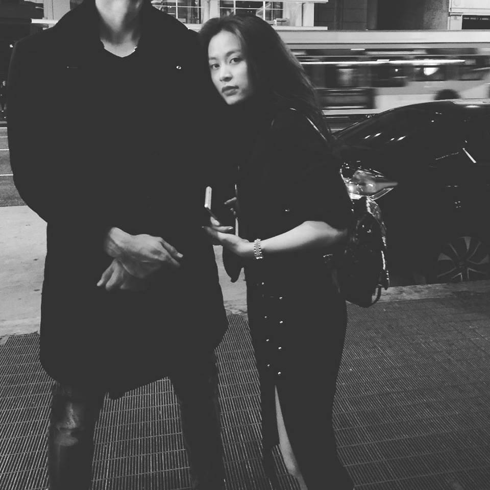 Hoàng Thùy Linh nắm tay bạn trai đi khắp California