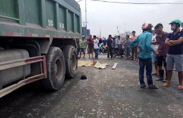 Nam công nhân bị xe ben công trình chạy lùi cán chết