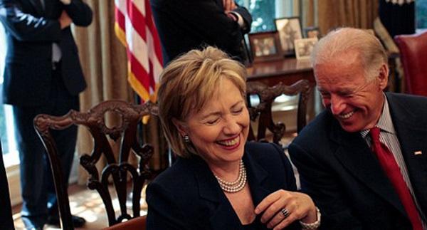 Các tín đồ của Hillary đua nhau sống ảo