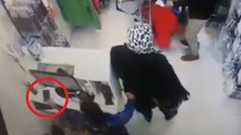 [VietnamNet.vn] Phẫn nộ người mẹ dàn cảnh để con nhỏ trộm điện thoại