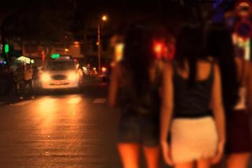Lái xe taxi bất ngờ khi khách nữ đòi 'trả phí bằng tình'