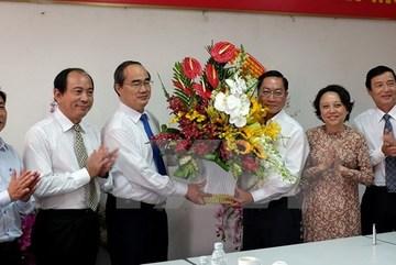 Chủ tịch MTTQ chúc mừng ngành y