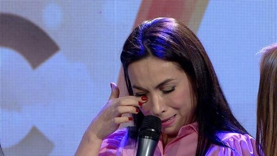 Phi Nhung òa khóc khi tiết lộ chuyện quá khứ