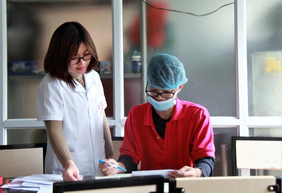 Những người đo đếm từng bữa ăn cho bệnh nhân trong bệnh viện