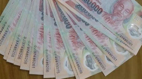 tiền giả, mua tiền giả tại Trung Quốc, tiêu thụ tiền giả