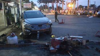 Xe máy va ô tô con, 3 người chết thảm