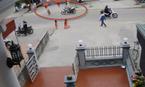 Clip xe máy phóng nhanh tông em bé chạy qua đường văng xa vài mét
