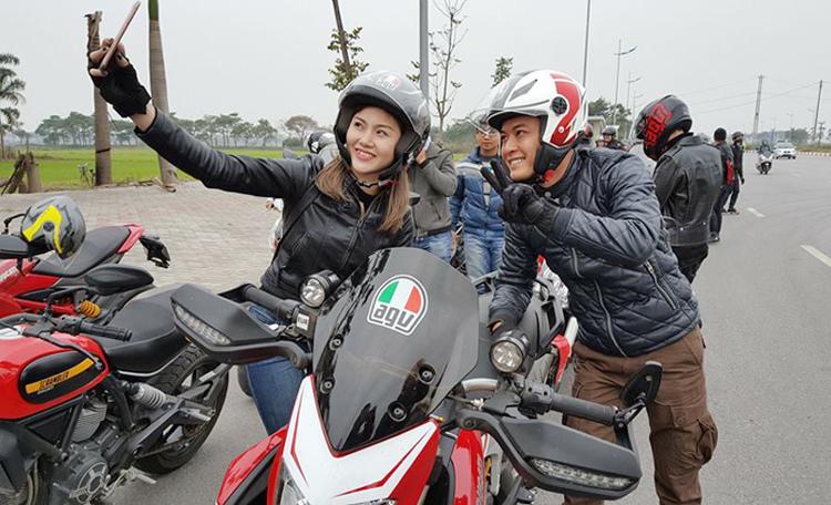 MC Quang Minh, MC Anh Tuấn và 160 biker diễu hành mô tô
