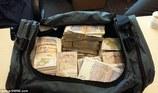 Cảnh sát tình cờ thu 26,7 tỷ đồng tiền mặt