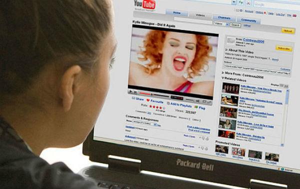 Quảng cáo trên clip YouTube vi phạm: DN tự bôi xấu mình